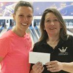 Audrey Morin récompense Christina Tessier pour sa 2e place.